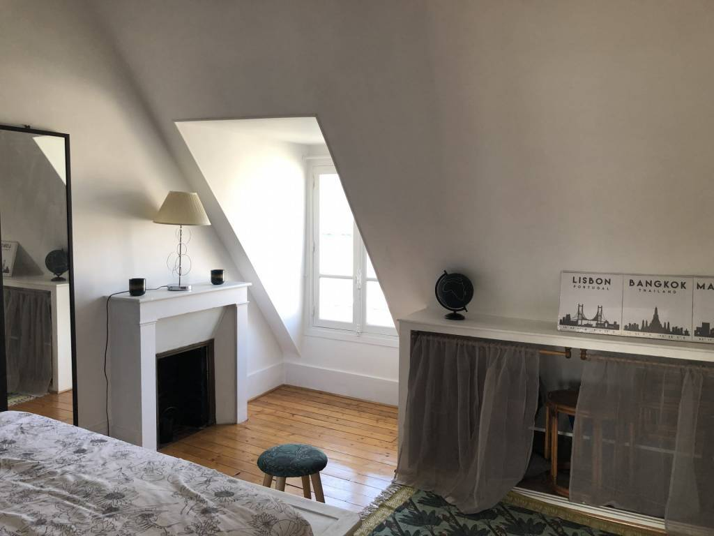 75001/Tuileries:charmant 2 pièces sous les toits